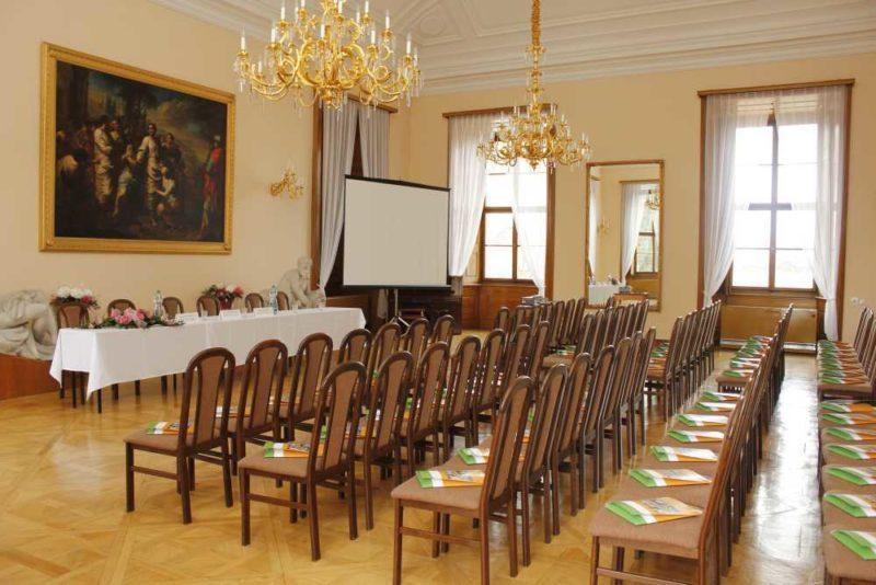 http://www.zamek-slavkov.cz/wp-content/uploads/Divadelni-sal2.jpg