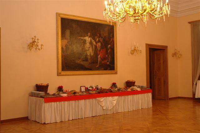 http://www.zamek-slavkov.cz/wp-content/uploads/Divadelni-sal5.jpg