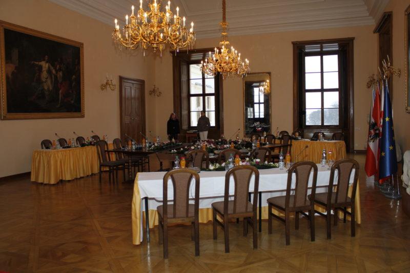 http://www.zamek-slavkov.cz/wp-content/uploads/Divadelni-sal6.jpg