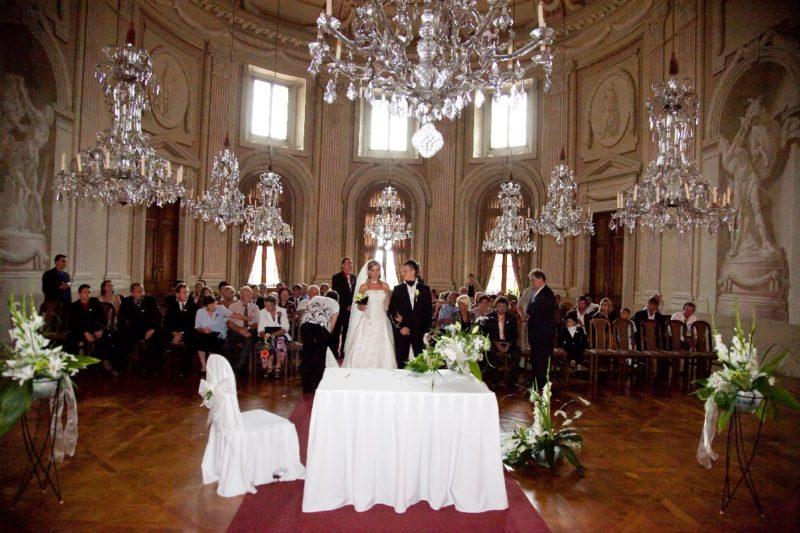 http://www.zamek-slavkov.cz/wp-content/uploads/historický_sál_svatby_10.jpg