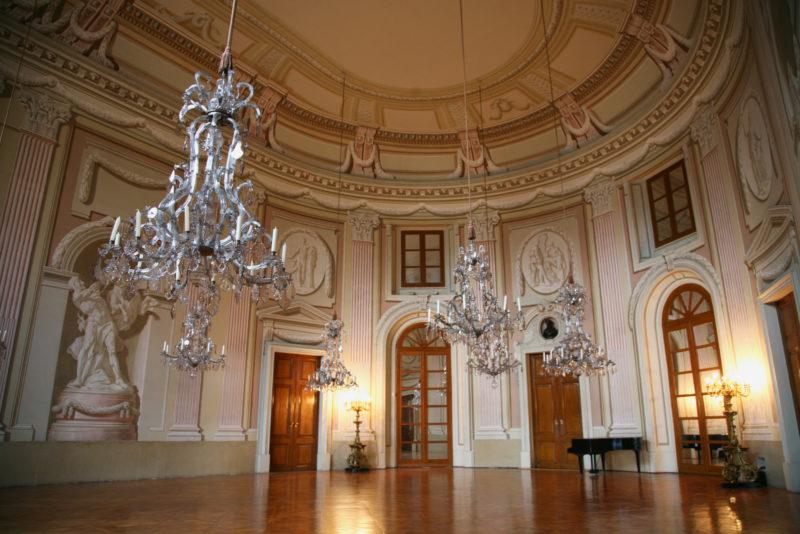 http://www.zamek-slavkov.cz/wp-content/uploads/historicky-sal12.jpg