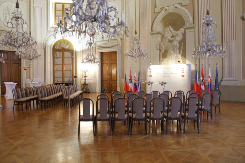 http://www.zamek-slavkov.cz/wp-content/uploads/historicky-sal17.jpg