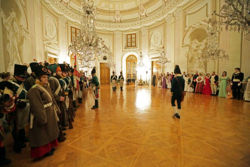 http://www.zamek-slavkov.cz/wp-content/uploads/historicky-sal18.jpg