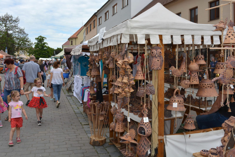 http://www.zamek-slavkov.cz/wp-content/uploads/jarmark-04.jpg