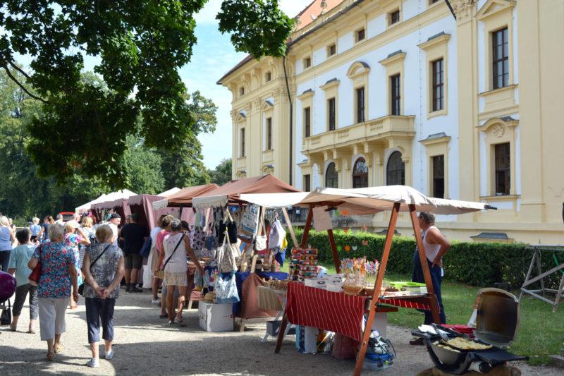 http://www.zamek-slavkov.cz/wp-content/uploads/napoleons-jarmark.jpg
