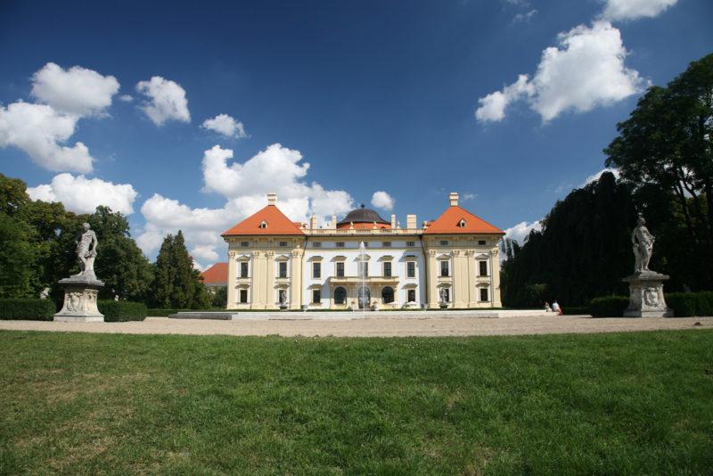 http://www.zamek-slavkov.cz/wp-content/uploads/park19.jpg