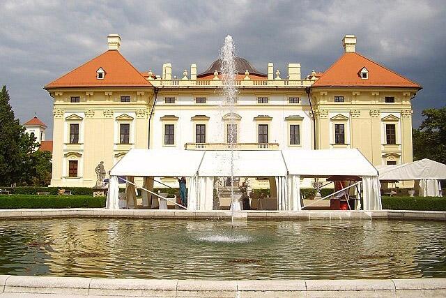 http://www.zamek-slavkov.cz/wp-content/uploads/park5-1.jpg