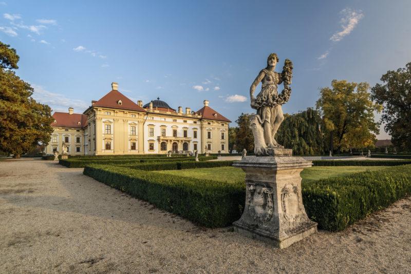http://www.zamek-slavkov.cz/wp-content/uploads/park6.jpg