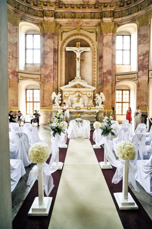 http://www.zamek-slavkov.cz/wp-content/uploads/svatby_kaple_6.jpg